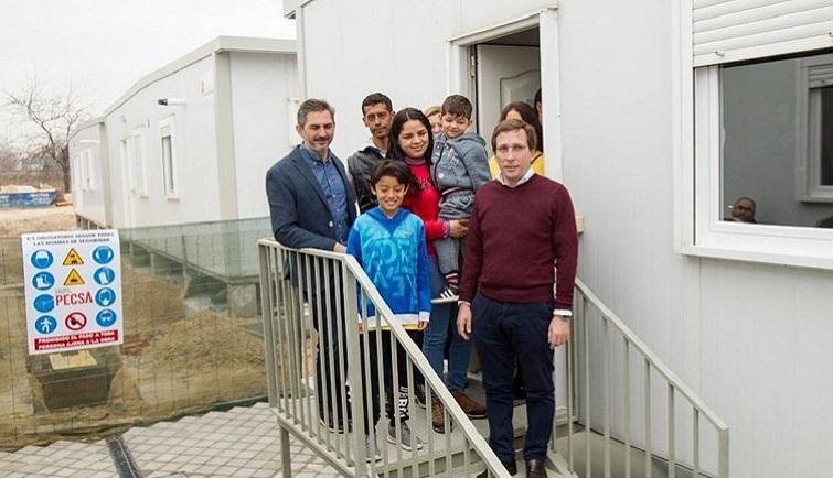 Jose Luis Martínez-Almeida visita las obras del Centro temporal de Acogida en Vallecas